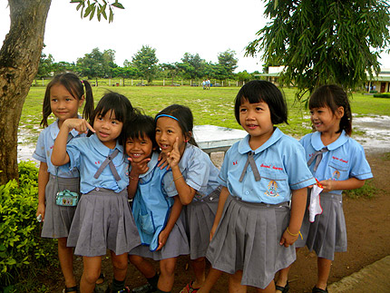 PFO volunteers help children in Thailand